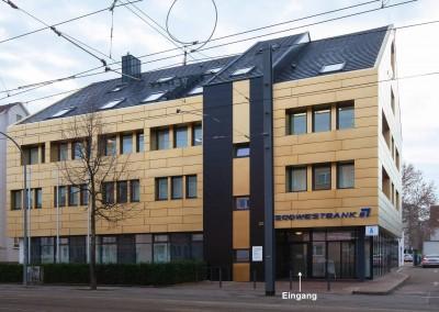 Der Eingang unserer Praxis befindet sich im Gebäude der Südwestbank in der Moltkestraße, Heilbronn